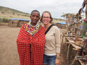 Buying handmade jewellery from the Maasai